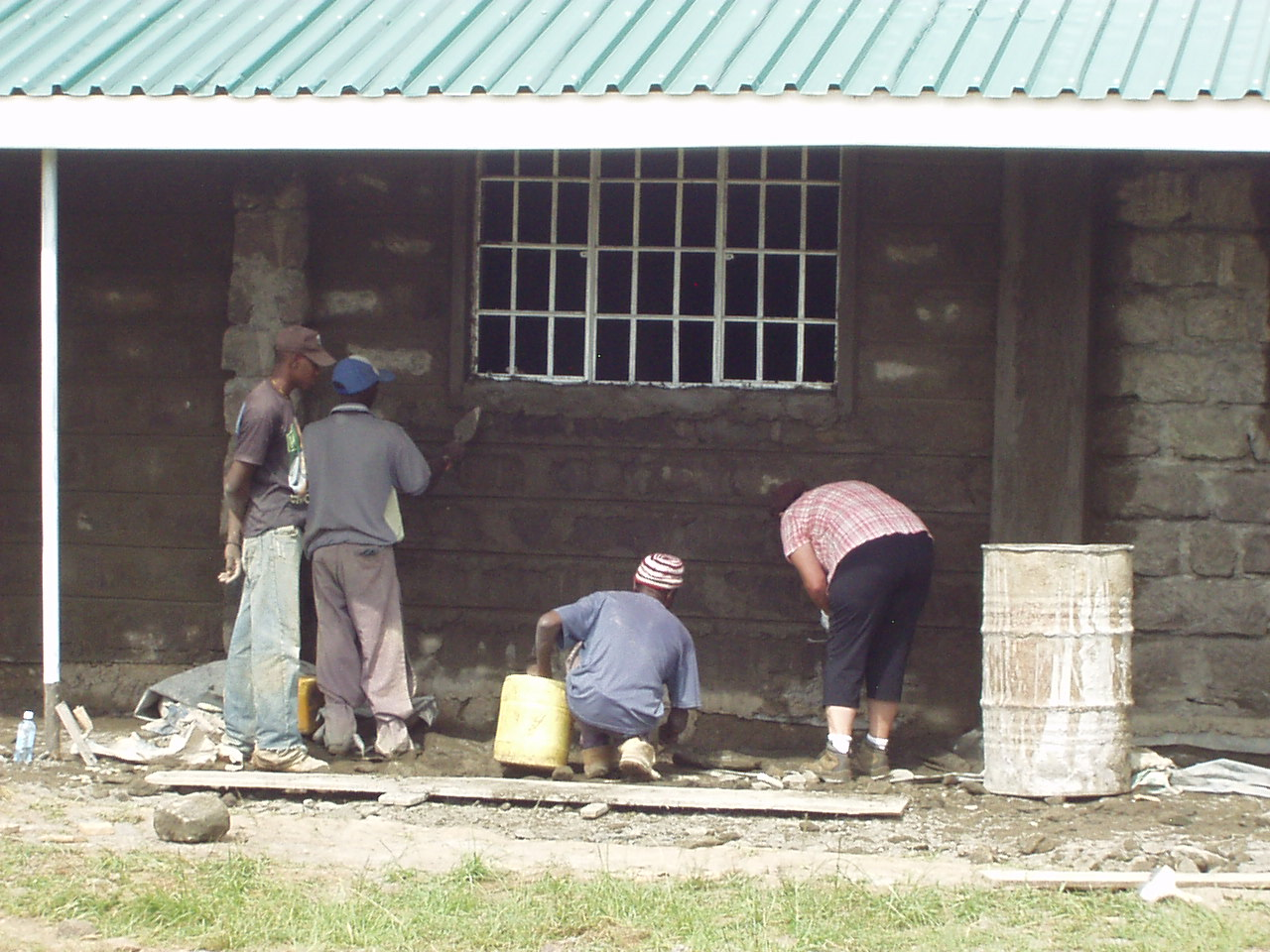 Slinging Mortor for the World Teacher Aid school in Nakuru Kenya
