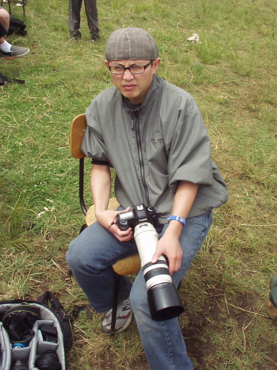 Photographer Neil Ta with a really big camera